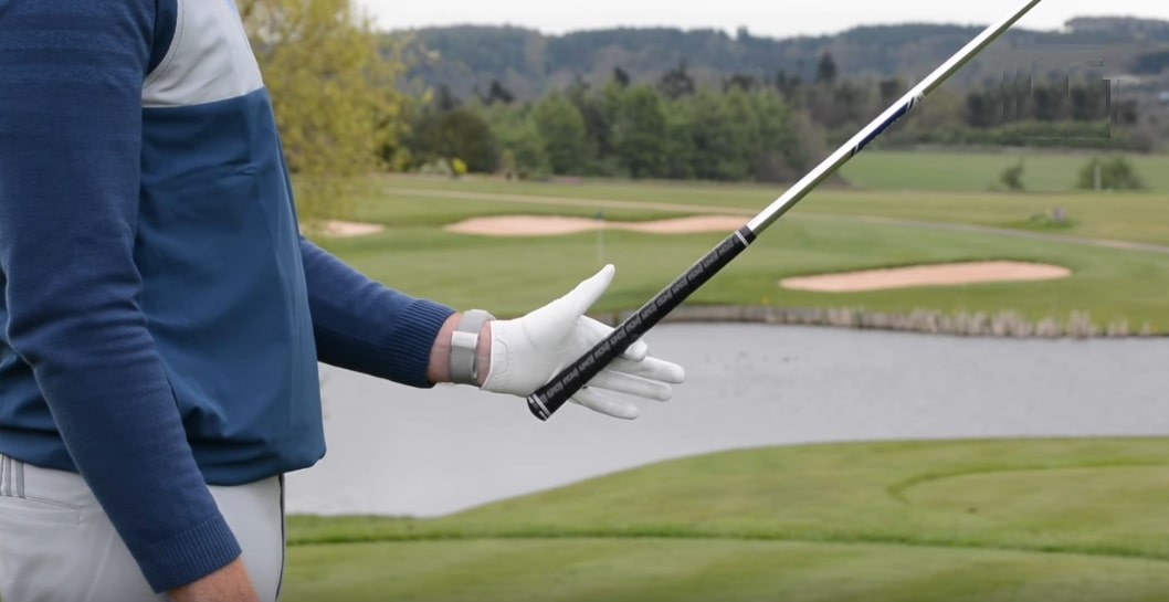 How To Grip A Golf Club Easy Guide For Beginners - Golf Hook