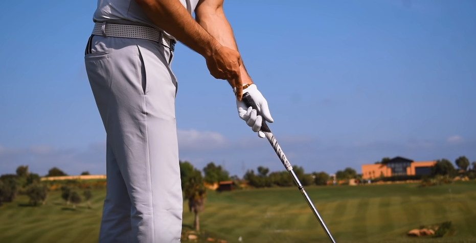 How To Swing A Golf Club Guide